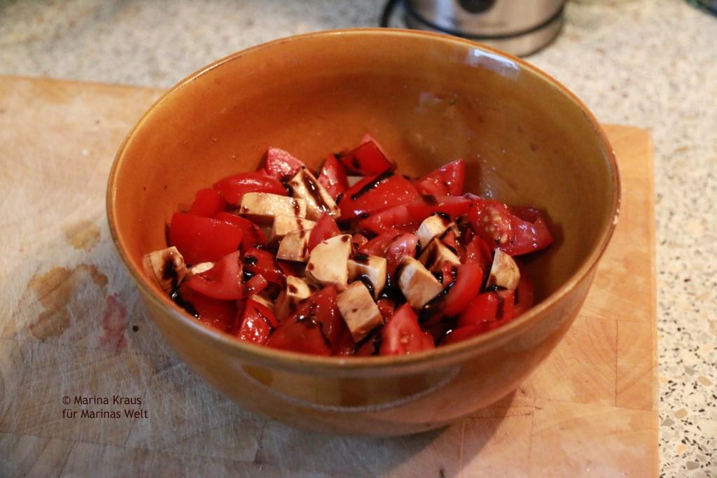 Tomate Mozzarella mit Balsamico Creme